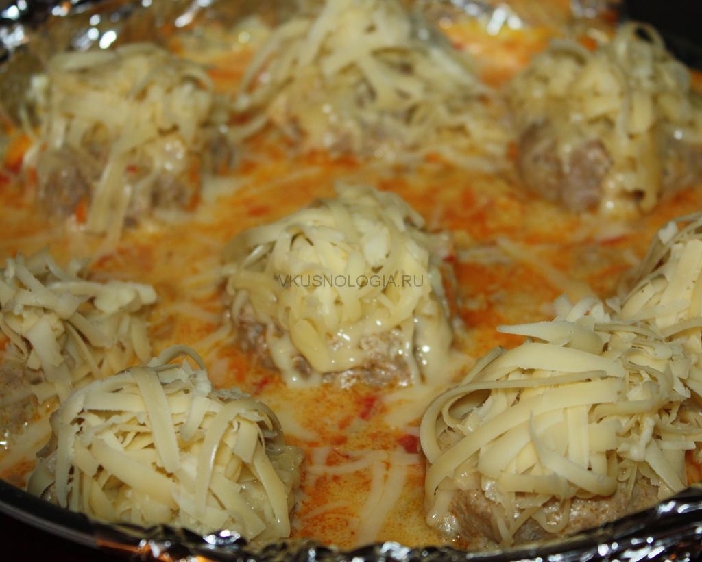 тефтели в духовке с сыром в сметанном соусе