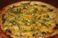Пицца с грибами и солеными огурцами